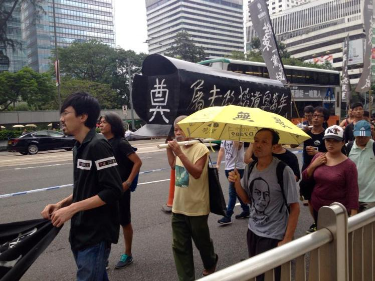 Protesters in Admiralty carrying CY's 'coffin'